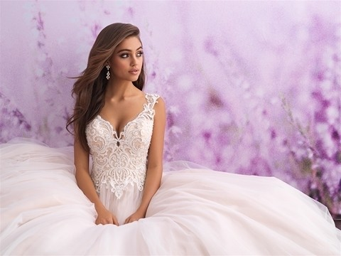 Allure Romance 3107 front top half sitting