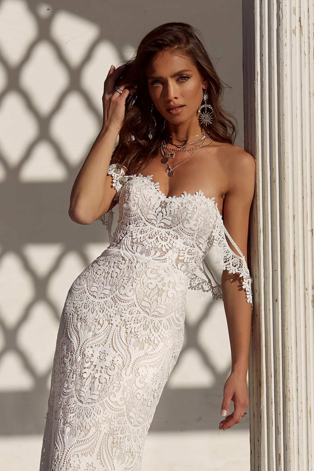 ANDIE-ML17655-FULL-LACE-FITTED-GOWN-WITH-SWEETHEART-NECKLINE-AND-DETACHABLE-OFF-SHOULDER-STRAPS-WEDDING-DRESS-MADI-LANE-BRIDAL10