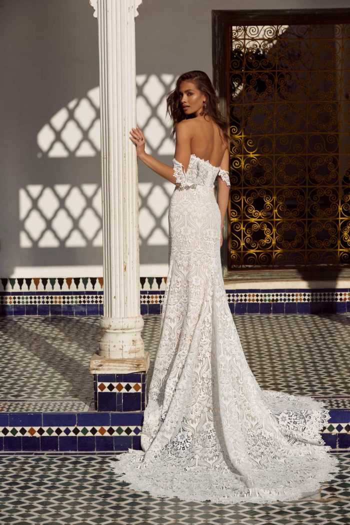 ANDIE-ML17655-FULL-LACE-FITTED-GOWN-WITH-SWEETHEART-NECKLINE-AND-DETACHABLE-OFF-SHOULDER-STRAPS-WEDDING-DRESS-MADI-LANE-BRIDAL3