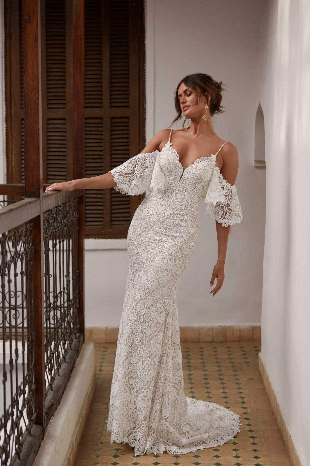 ARWEN-ML17488-FULL-LACE-FITTED-GOWN-WITH-SPAGHETTI-STRAPS-AND-DETACHABLE-OFF-SHOULDER-FLUTTER-SLEEVES-WEDDING-DRESS-MADI-LANE-BRIDAL2